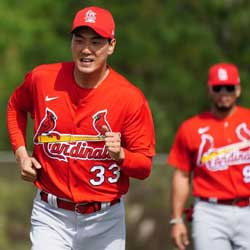 Cardinals Kim Kwang-hyun Tests Negative for COVID-19