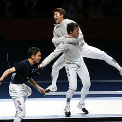 남쪽 한국 펜싱 선수들이 올림픽에서 타이틀을 지켜내다